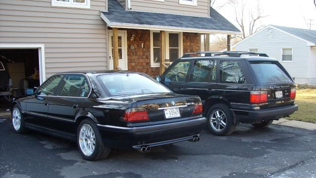 Is it trashy to keep cars on driveway vs in the garage for Garage bmw nice